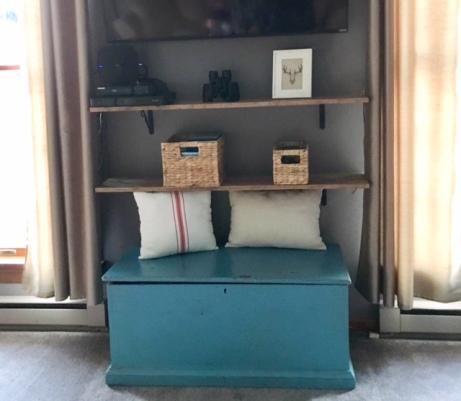 living-room-shelves